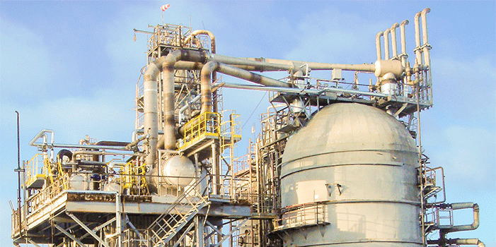 Vacuum column in an oil refinery with two Körting steam jet vacuum ejectors and downstream surface condensers